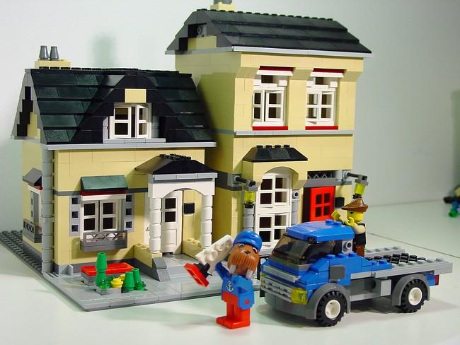 4954 Model Town House   De-Classic-Space
